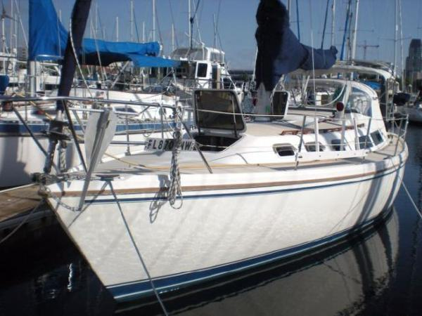 Catalina 34 Profile_Port Bow