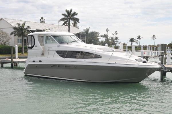 Sea Ray 390 Motor Yacht Starboard