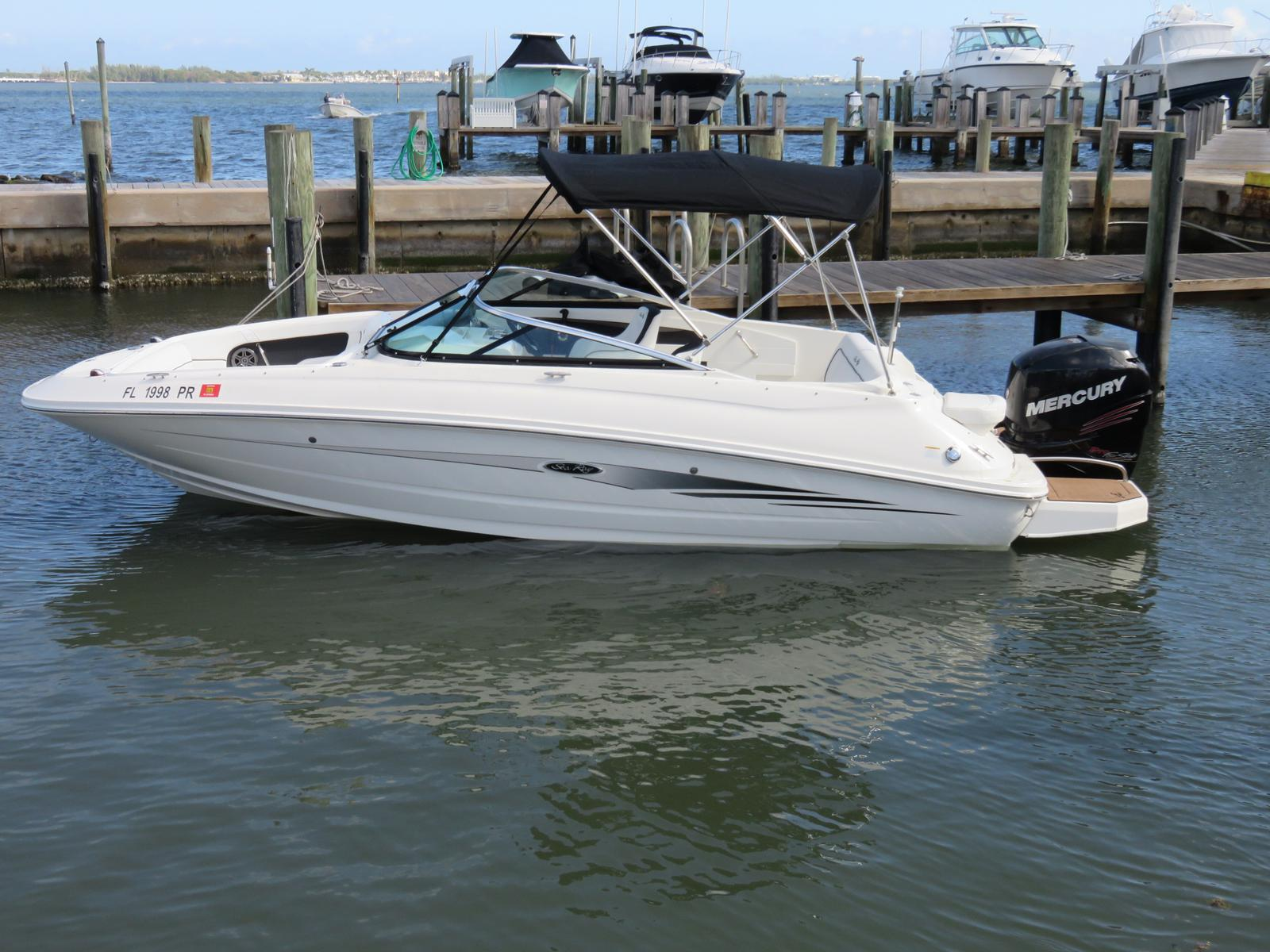 Sea Ray 220 SDX Outboard