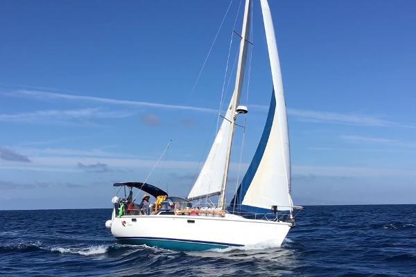 Catalina 320 Vera Under Way
