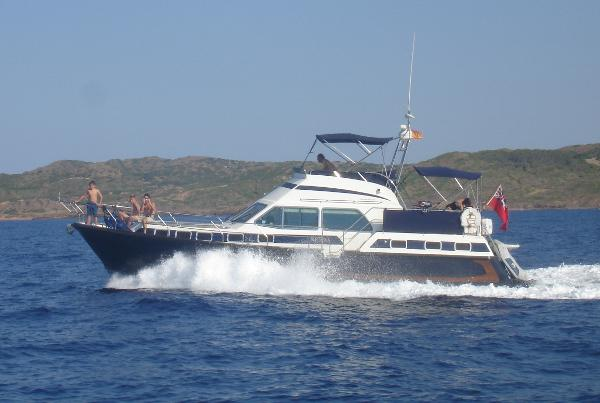 Aquastar 47ft motor yacht Profile