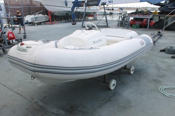 Avon Seasport 320