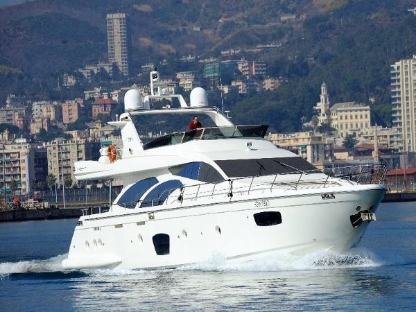 Azimut 75 Sailing