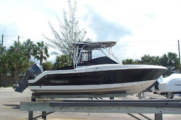 Robalo R247 Dual Console DEEPWATER BLACK