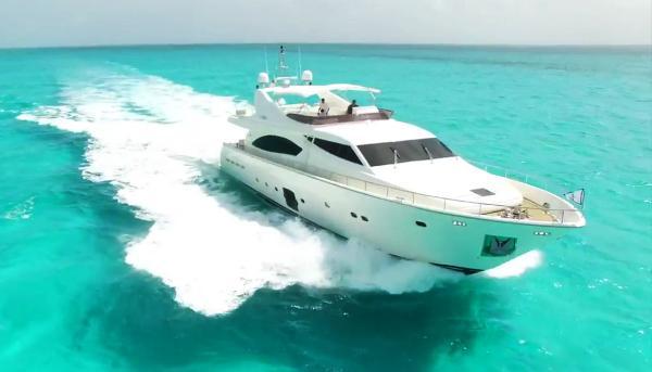 Ferretti Yachts 881