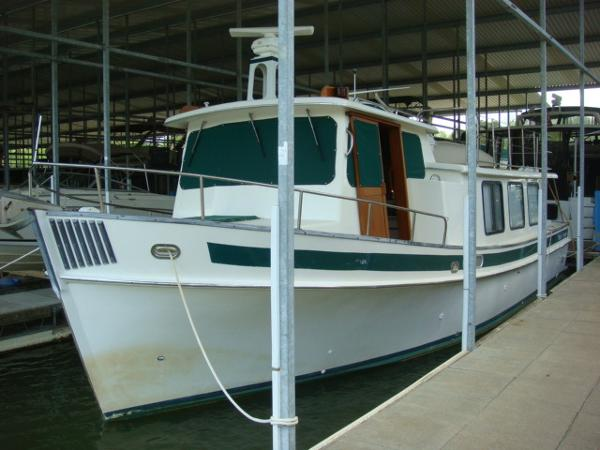 Pacific Trawlers 37 Pilothouse 37' Pacific Trawler port forward profile