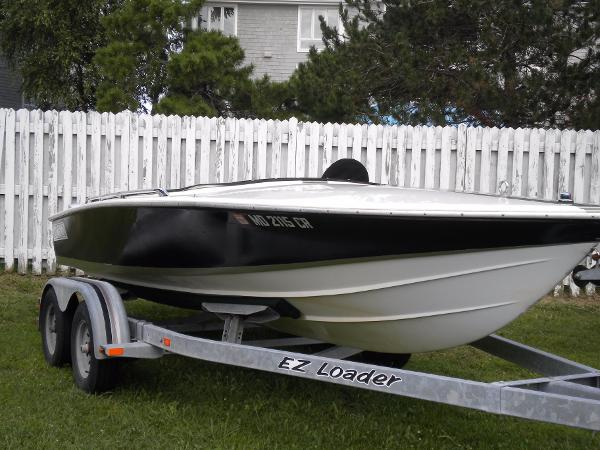 Donzi  2+3 express Starboard profile