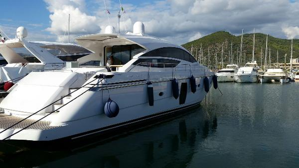 Pershing 64 profile2