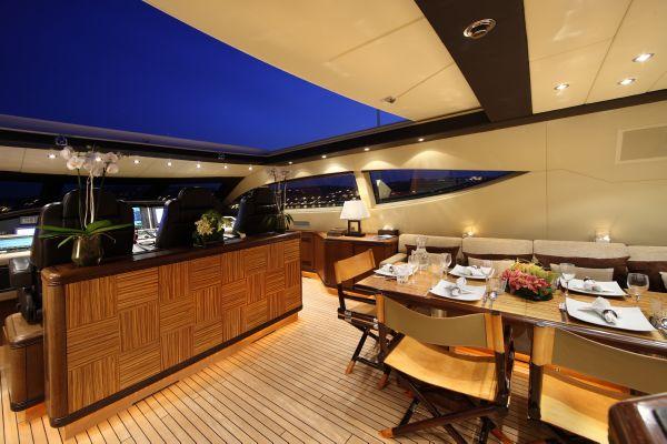 Mangusta 105 - upper deck 1
