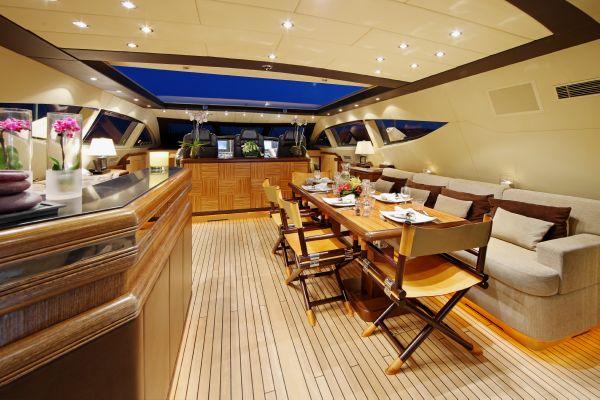 Mangusta 105 - upper deck 2