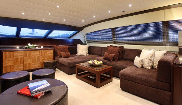 Mangusta 105 - main deck
