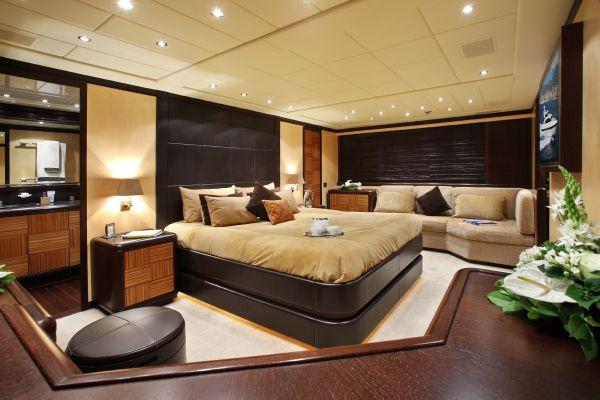 Mangusta 105 - master cabin 2
