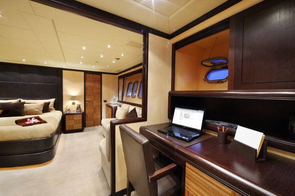 Mangusta 105 - master cabin 3