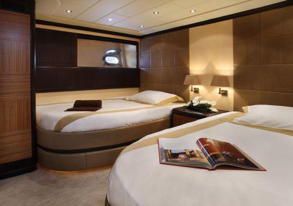 Mangusta 105 - double cabin