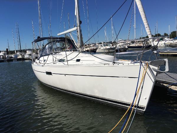 Beneteau 361 Starboard view