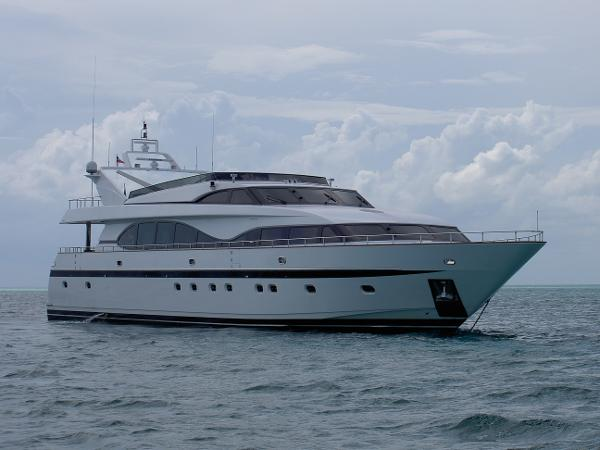 Monte Fino Raised Pilothouse Profile