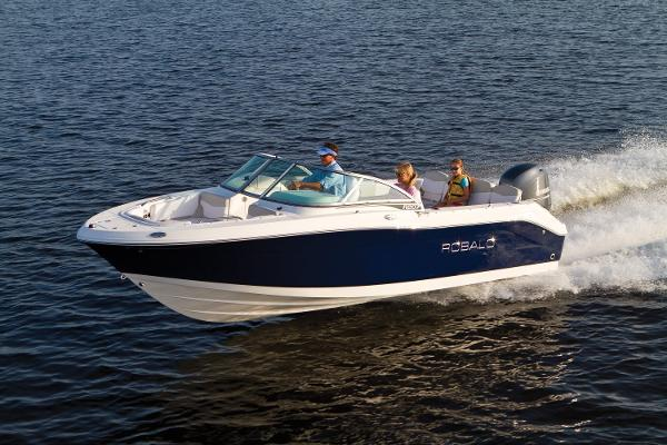 Robalo R207 DC 2017 Manufacturer Provided Photo