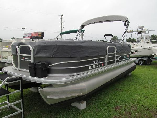 Sun Tracker 20DLX Party Barge