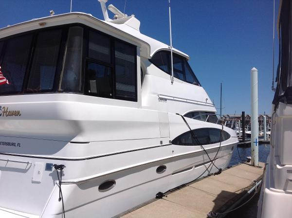 Carver 506 Motor Yacht Starboard profile