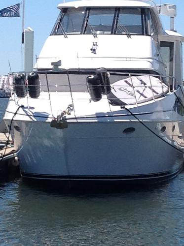 Carver 506 Motor Yacht Full bow view