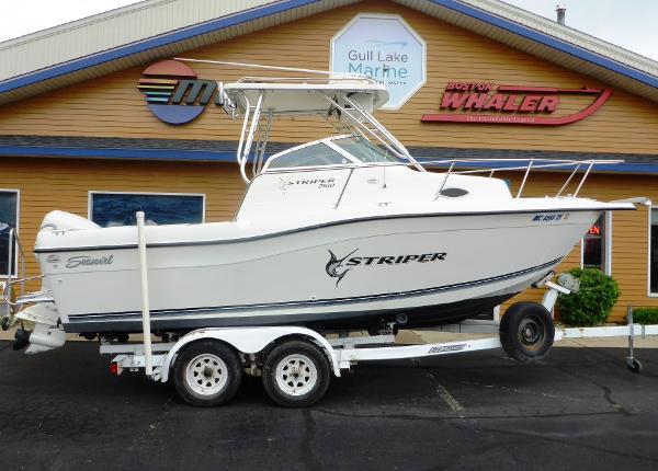 Seaswirl Striper 2100 WA  Hardtop
