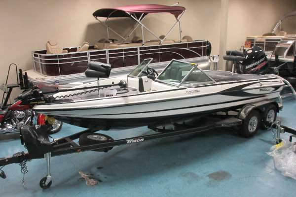 Triton 220 ESCAPE Fish N Ski
