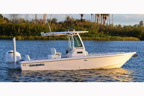 Everglades 253 Center Console Manufacturer Provided Image