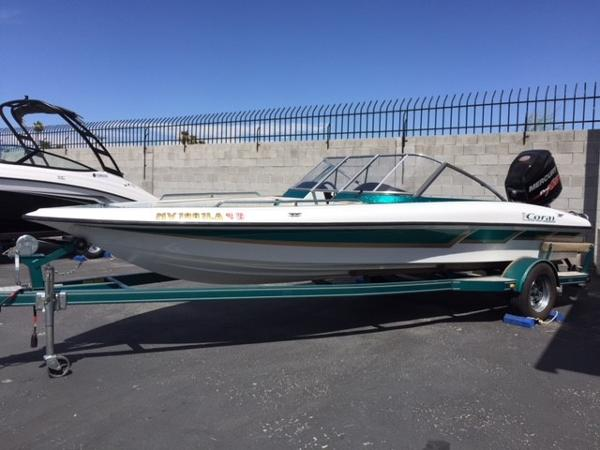 Viper Boats Coral 20 Fish and Ski