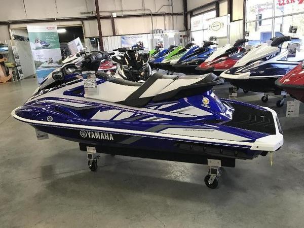 Yamaha GP1800 Blue