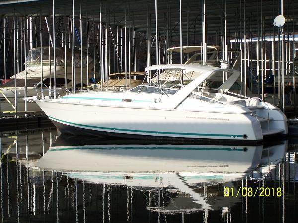 Mainship 39 Express Profile Aft