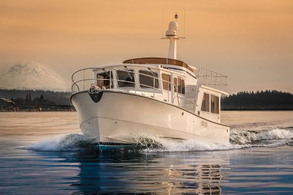 Helmsman 43 Pilothouse Underway