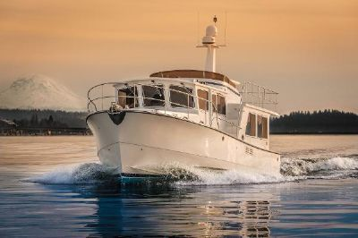 Helmsman Trawlers 43 Pilothouse Underway