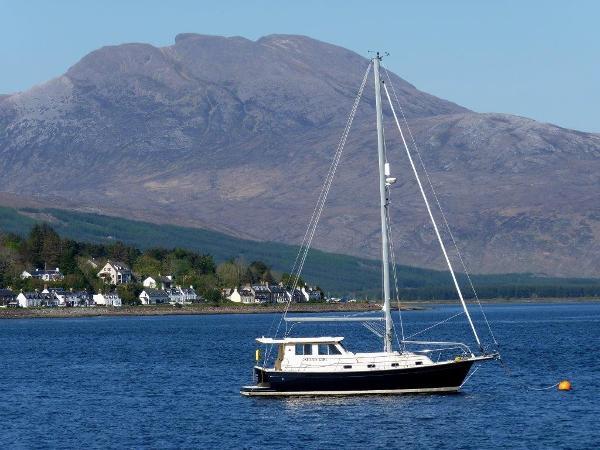 Island Packet SP Cruiser MK2 At Mooring