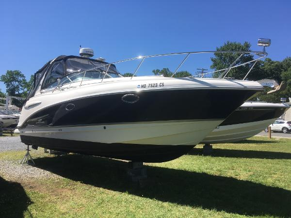 Chaparral Signature 290 Starboard Bow