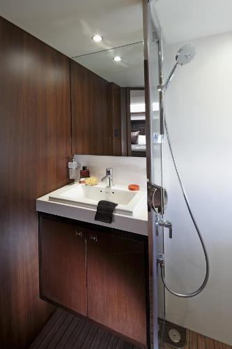 Princess V72 Forward Cabin Bathroom