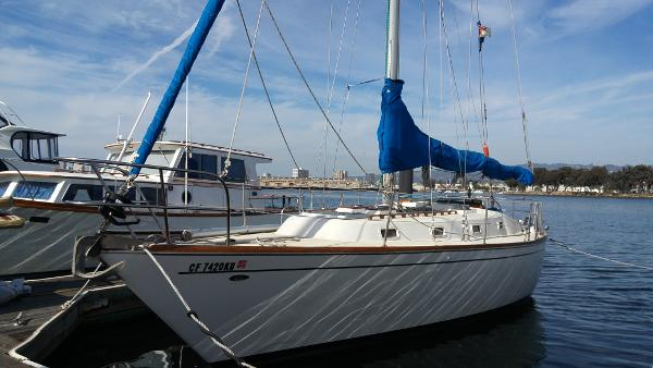 Tartan 37' Sloop Port Bow