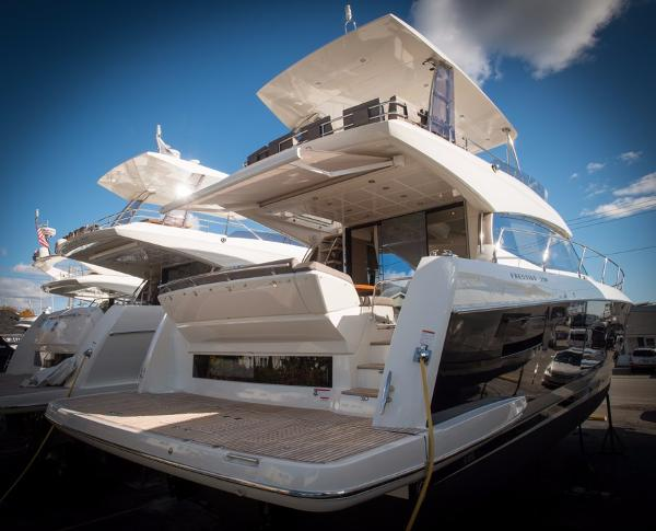 Prestige Yachts 550 Flybridge Custom Black Hull