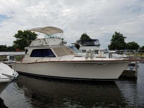 Egg Harbor 38 Convertible
