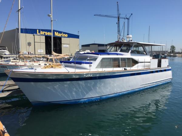 Chris-Craft Roamer Port Side