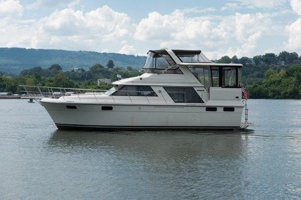 Carver 42 Aft Cabin Motoryacht Profile