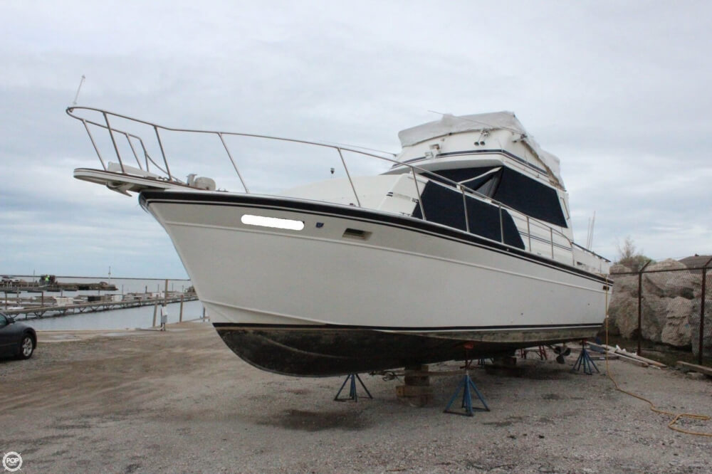 Marinette Marinette Express - 32 1986 Marinette 32 for sale in Conneaut, OH