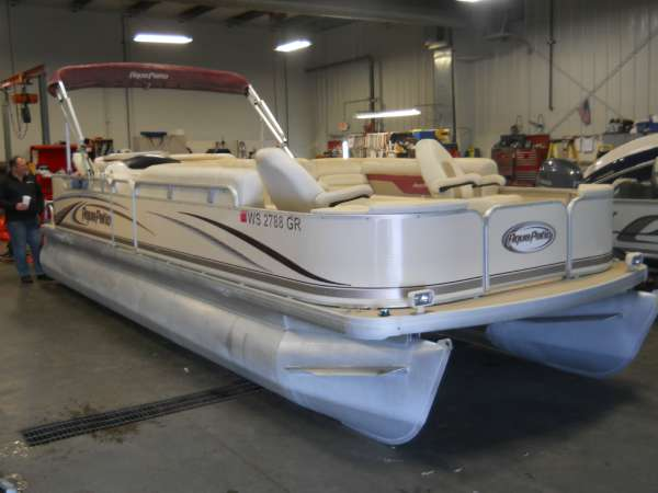 Godfrey Marine 240 DC Aqua Patio