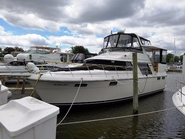 Carver 4207 Aft Cabin Motoryacht Port View