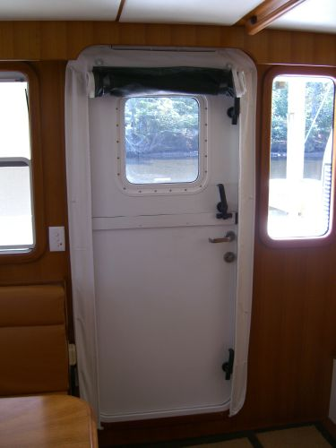 Salon door with screen
