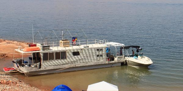 Boatel Houseboat