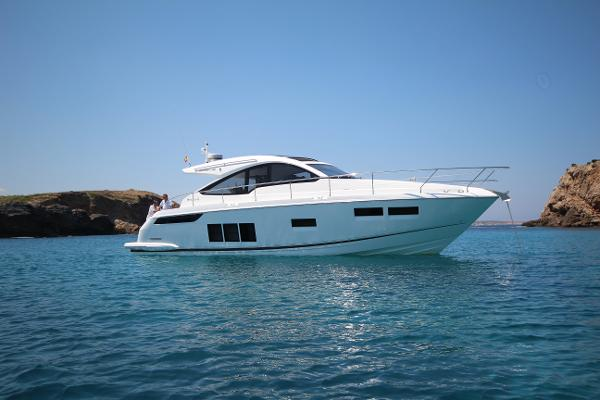 Fairline Targa 48 Open Starboard view