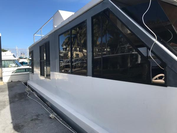 Custom Bridgedeck Houseboat
