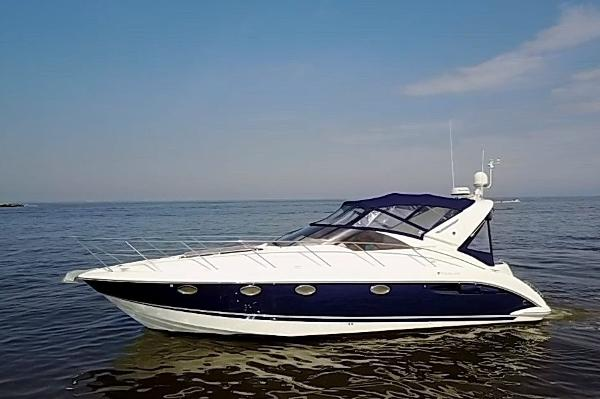 Fairline Targa 40 Port Side