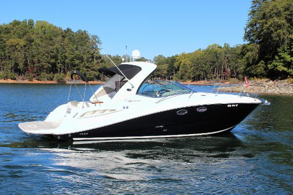 Sea Ray 290 Sundancer Starboard aft profile