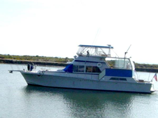 Uniflite 48 Yacht Fisherman